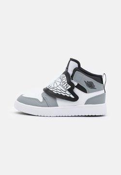 Jordan - SKY 1 UNISEX - Basketballschuh - white/black/particle grey