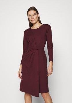 Closet - DRAPED FRONT A-LINE DRESS - Vestido ligero - maroon