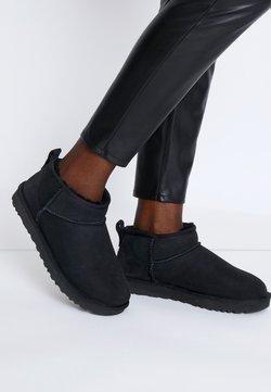 UGG - CLASSIC ULTRA MINI - Boots à talons - black