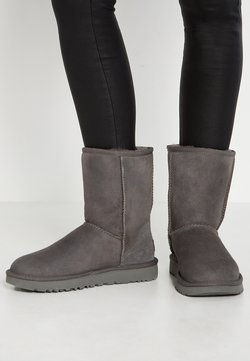 UGG - CLASSIC SHORT - Stiefelette - grey