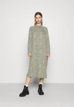 Monki - PIA DRESS - Freizeitkleid - green