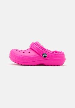 Crocs - CLASSIC LINED - Muiltjes - electric pink