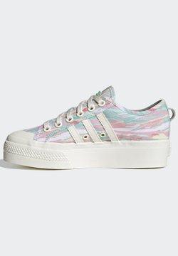 adidas Originals - NIZZA PLATFORM - Sneakers basse - chalk white chalk white frozen green