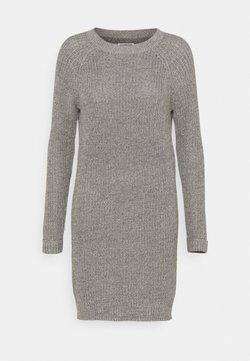 Noisy May Petite - NMSIESTA O NECK DRESS PETITE - Stickad klänning - medium grey melange