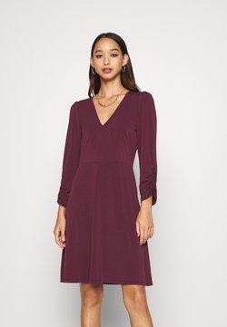 Vero Moda - VMALBERTA V NECK DRESS  - Robe en jersey - winetasting