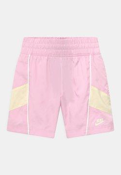 Nike Sportswear - HERTIAGE - Shorts - pink foam/coconut milk