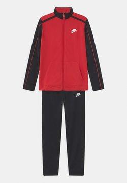 Nike Sportswear - FUTURA SET UNISEX - Verryttelypuku - university red/black/white