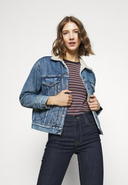 Levi's® - EX-BF SHERPA TRUCKER - Jeansjacke - addicted to love