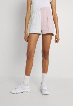 Nike Sportswear - TREND - Shorts - champagne/photon dust