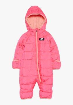 Nike Sportswear - CIRE SNOWSUIT BABY - Skipak - racer pink
