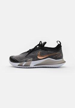 Nike Performance - REACT VAPOR - Scarpe da tennis per tutte le superfici - black/white/metallic red bronze