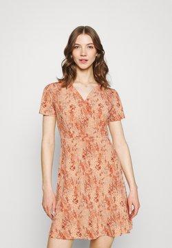 Pieces - PCEMANUELLE DRESS - Jerseykleid - duna/coral
