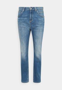 Marc O'Polo DENIM - FREJA BOYFRIEND - Jeans Relaxed Fit - mid blue marble