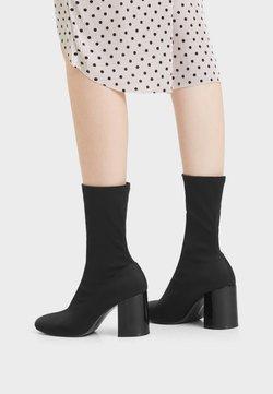 Bershka - MIT ELASTISCHEM - High Heel Stiefelette - black