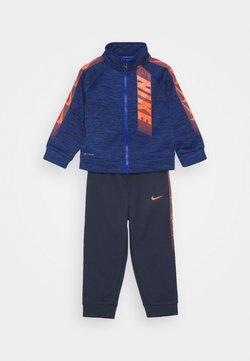 Nike Sportswear - DOMINATE THERMA SET - Hoodie met rits - midnight navy
