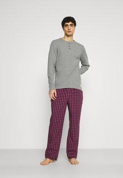 Jack & Jones - JACWOVENPANTS - Pyjama - red bud/grey melange