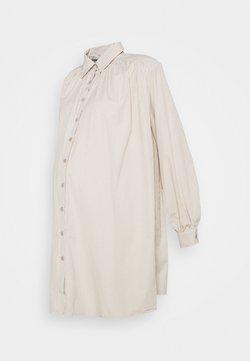 Missguided Maternity - MATERNITY IT PLEATED DRESS - Jerseykleid - sand