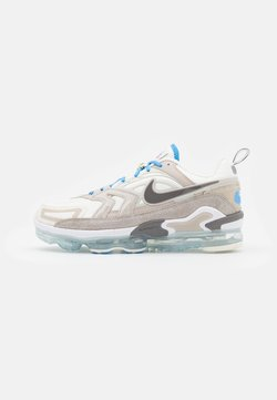 Nike Sportswear - AIR VAPORMAX EVO SE - Sneaker low - sail/cave stone/cream/light bone/university blue/college grey