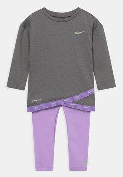 Nike Sportswear - TAPING SET - Chándal - purple pulse
