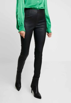 Gestuz - Pantalon en cuir - black