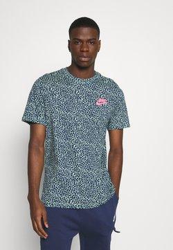 Nike Sportswear - BRAND RIFFS - T-shirt z nadrukiem - cucumber calm