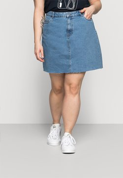 Vero Moda Curve - VMMIKKY RAW SKIRT MIX - Minirock - light blue denim