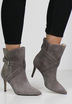 Evita - Stiefelette - mud