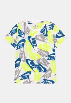 Nike Sportswear - FUTURA TOSS - T-shirt imprimé - white