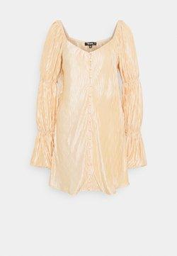 Missguided - PLEATED BUTTON DETAIL DRESS - Vestido camisero - peach
