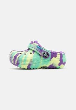 Crocs - CLASSIC LINED MARBLED  - Matalakantaiset pistokkaat - neon purple/multicolor