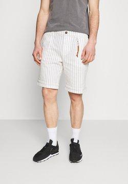 Jack & Jones PREMIUM - JJIMILTON CHINO - Shorts - ecru