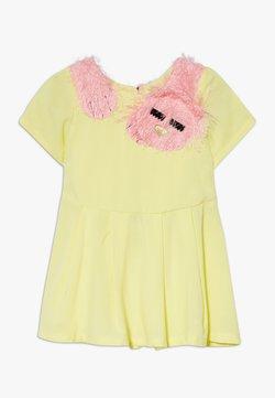 WAUW CAPOW by Bangbang Copenhagen - SLEEPY CAT DRESS - Vestido informal - yellow