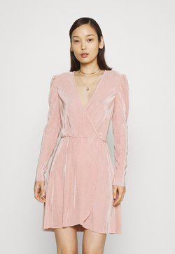 Nly by Nelly - ALL I NEED PLEAT DRESS - Vestido de cóctel - dusty pink
