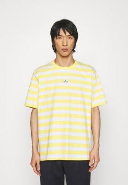 Holzweiler - HANGER STRIPED TEE - T-Shirt print - yellow/white