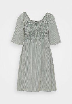 Vero Moda Petite - VMANNABELLE DRESS - Freizeitkleid - laurel wreath