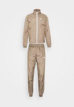 Nike Sportswear - SUIT BASIC - Survêtement - olive grey/white