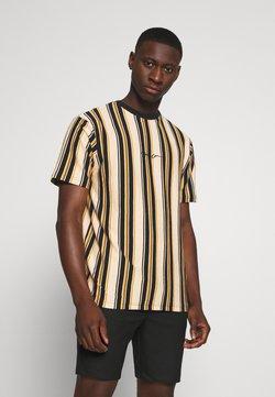 Mennace - MULTI VERTICAL STRIPE - T-Shirt print - orange