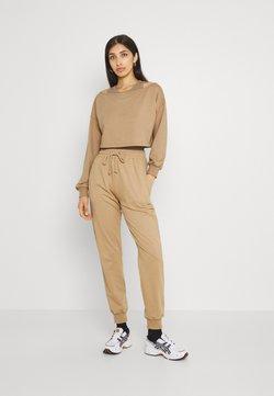 Missguided - OFF THE SHOULDER SET - Sweatshirt - tan
