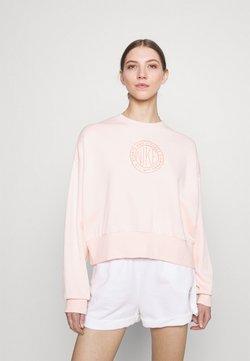 Nike Sportswear - FEMME CREW - Bluza - orange pearl/orange pearl/terra blush