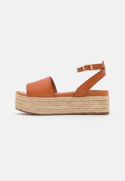 Tamaris - Korkeakorkoiset sandaalit - hazelnut
