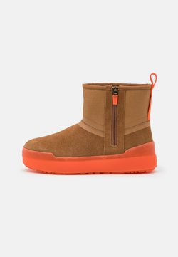 UGG - CLASSIC TECH MINI - Snowboot/Winterstiefel - chestnut