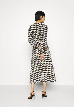Closet - CLOSET PUFF SLEEVE DRESS - Korte jurk - cream