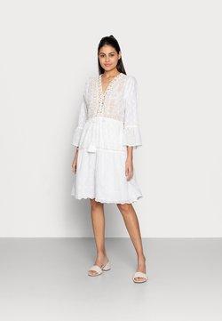 Esqualo - DRESS EMBROIDERY PLUMETIS - Korte jurk - white