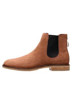 Clarks - GOBI - Stiefelette - brown