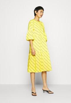 Résumé - AMBER DRESS - Day dress - yellow