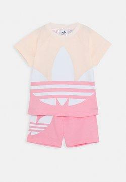 adidas Originals - BIG TREFOIL SET - Shortsit - pink tint/light pink/white
