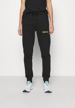 Calvin Klein Jeans - LOGO BADGE JOGGER - Verryttelyhousut - black