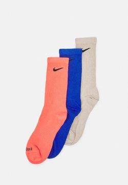 Nike Performance - EVERYDAY PLUS CREW 3 PACK UNISEX - Sportsocken - magic ember/black/game royal/black/cream/black