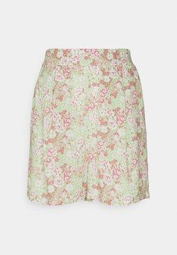 Gina Tricot - EXCLUSIVE AYDEN - Shorts - green