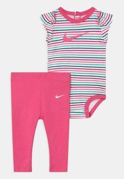 Nike Sportswear - SET - Legging - hyper pink